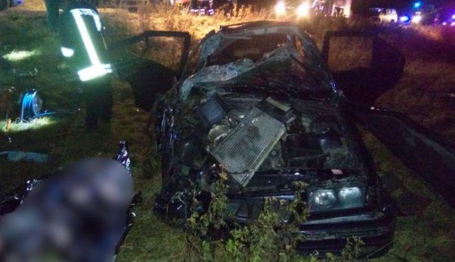Foto: Un mort şi doi răniţi, într-un accident grav