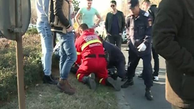 Foto: ACCIDENT GRAV. Motociclist de la Poliţia Rutieră lovit în trafic