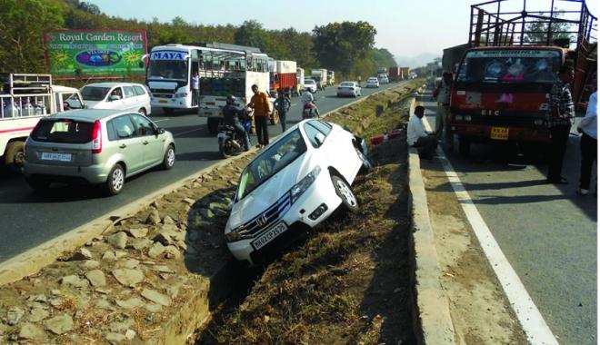Foto: Carnagiu pe autostradă.  17 persoane au murit  şi 35 au fost grav rănite
