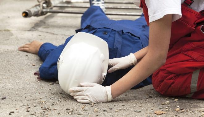 Foto: Accidente de muncă. Iată ce au păţit câţiva lucrători