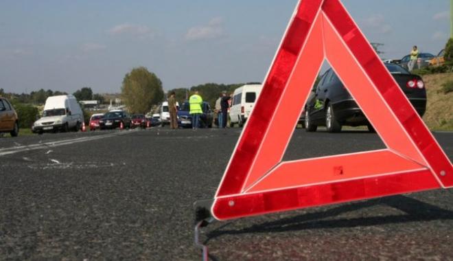 Foto: Microbuz cu 49 de călători, implicat într-un accident rutier