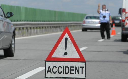 Foto: Accident cu trei mașini pe Autostrada Soarelui. Circulația este oprită
