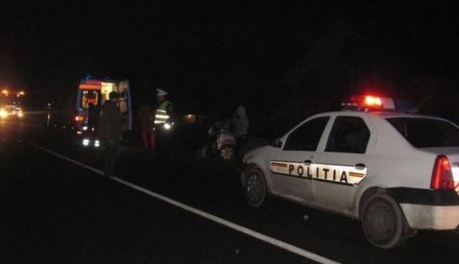 Foto: TREI PERSOANE, VICTIME ÎN PROPRIA CURTE, după ce un şofer a pierdut controlul volanului