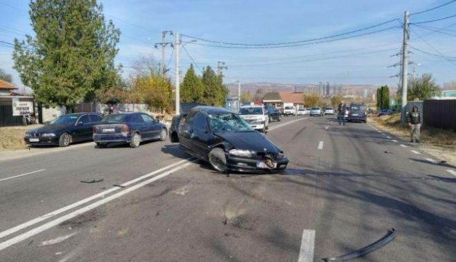 Un tânăr de 22 de ani a murit pe loc după ce s-a rostogolit cu mașina