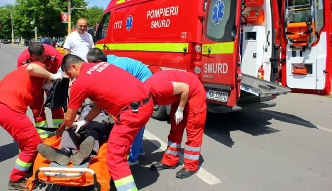 Foto: Un elev se zbate între viaţă şi moarte după ce a căzut de la etaj