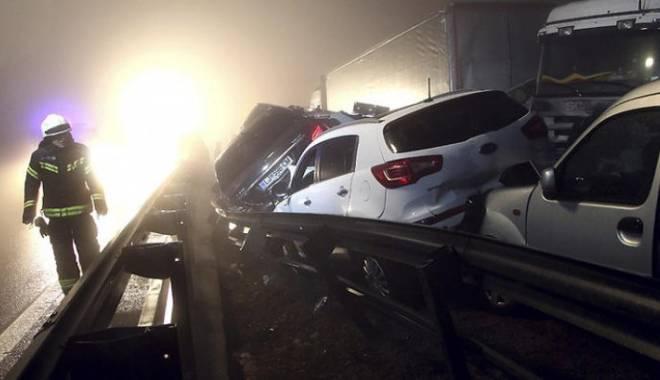 Foto: UPDATE - ACCIDENT TERIBIL �N SLOVENIA. 70 DE MA�INI IMPLICATE. UN ROM�N, PRINTRE MOR�I