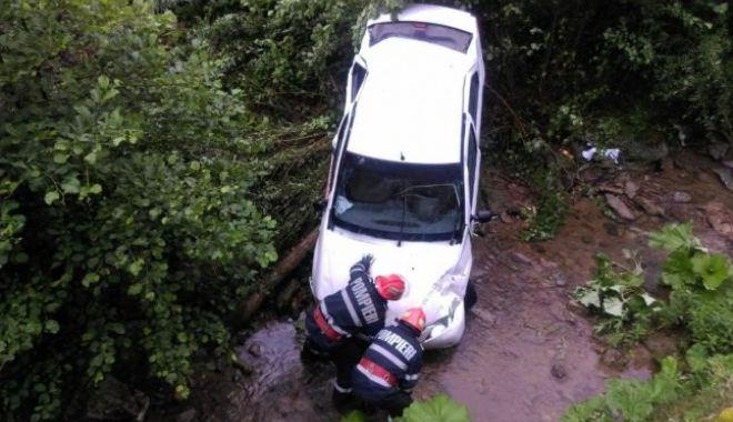 Foto: Accidente la indigo. Două mașini au plonjat în același loc, într-un sfert de oră