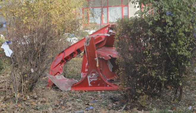 Iată ce dezastru a rămas în urma accidentului de azi-dimineață! (GALERIE FOTO) - accidentstrmircea17-1322385095.jpg
