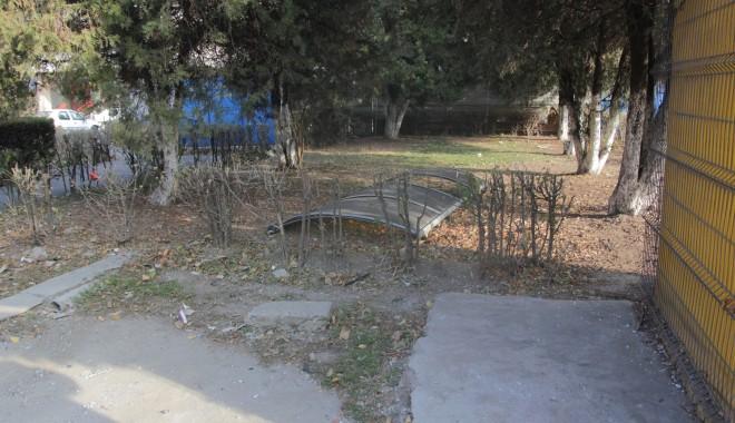 Iată ce dezastru a rămas în urma accidentului de azi-dimineață! (GALERIE FOTO) - accidentstrmircea4-1322385131.jpg