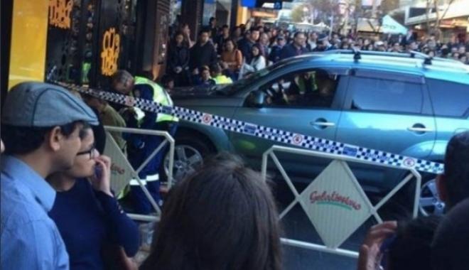 Foto: O maşină a intrat în mulţime la Sydney. Cel puţin cinci persoane au fost rănite, inclusiv un bebeluş