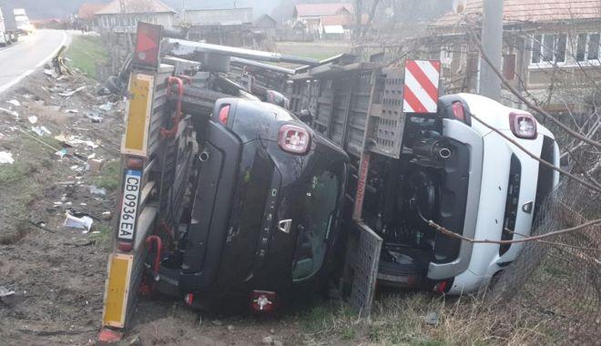 Un TIR plin cu modele Dacia Duster s-a răsturnat după un impact frontal cu un alt autotren - accidenttirdaciaduster3-1554206060.jpg