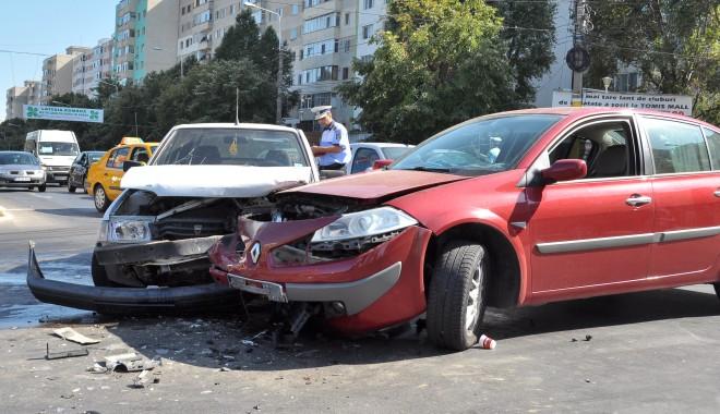 Foto: Accidentul de pe bulevardul Tomis/ O femeie a fost grav rănită