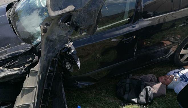 Carambol cu şase maşini, pentru că a vrut să cumpere pepeni de pe marginea drumului - accidenttopraisar2-1534079506.jpg