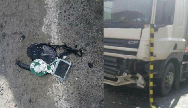 Foto: TRAGEDIE PE ŞOSEA! Un motociclist a murit, după ce a intrat sub TIR