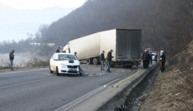 Foto: ACCIDENT RUTIER! Traficul, complet blocat