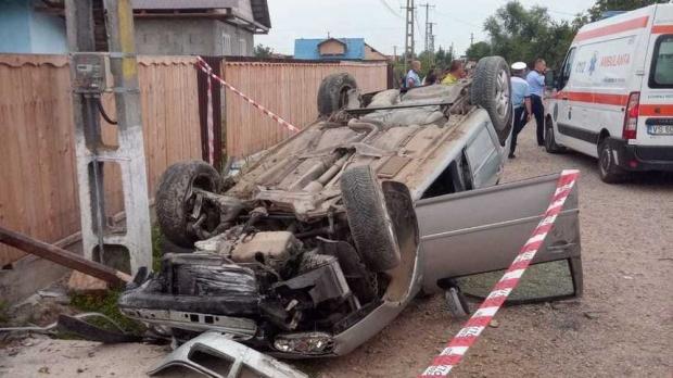 Băiat de 12 ani, mort după ce a furat mașina fratelui său și a lovit un cap de pod - accidentvs14170500-1562660502.jpg