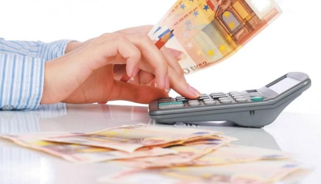 Foto: Banii din supra-acciza de şapte eurocenţi NU se mai duc la autostrăzi, ci la PENSII