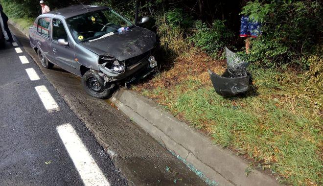 Foto: Accident rutier, în apropiere de Lazu! Un începător a intrat cu maşina în şanţ