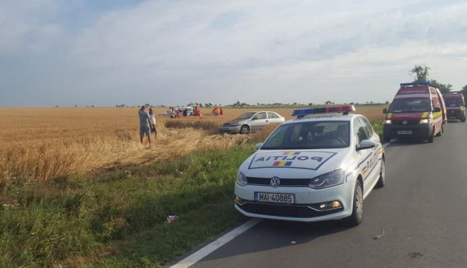 Accident rutier grav, în Constanţa. Maşină răsturnată, patru răniţi! - accmovilita1-1561011602.jpg