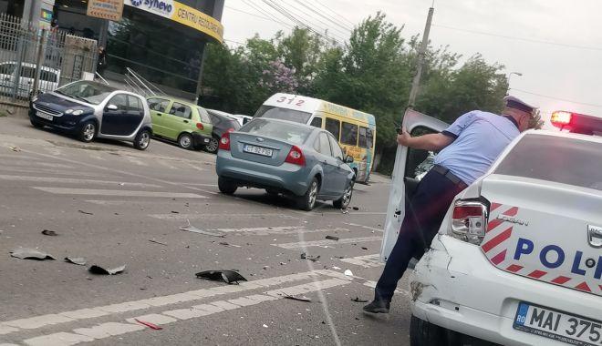 GALERIE FOTO / Accident rutier în care a fost implicată o maşină de Poliţie, la Constanţa