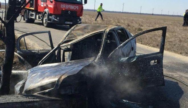 Foto: Accident urmat de un incendiu. Două persoane au murit!