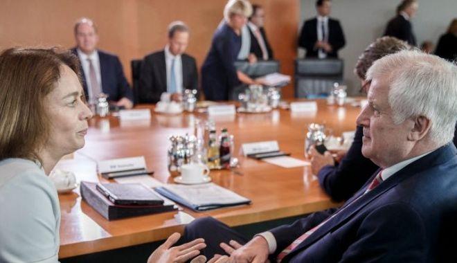 Foto: Acord privind retragerea cetăţeniei germane în cazul combatanţilor terorişti