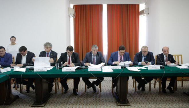 Foto: Senatorii, raport favorabil pentru prescrierea unor fapte