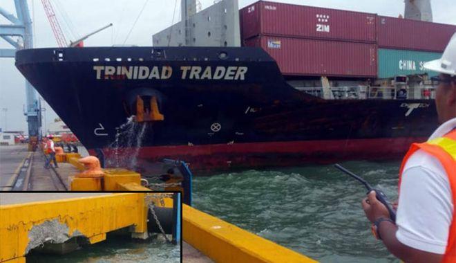 Foto: Acostare cu bucluc, în portul Puerto Cortes