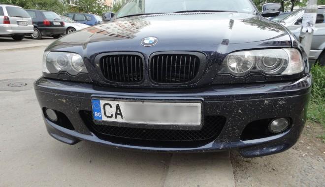 Foto: Maşini cu acte false, oprite la graniţă
