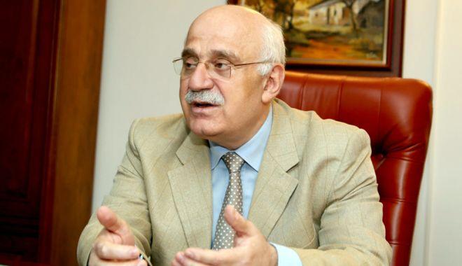 Foto: Prof. univ. dr. Mircea Duţu va primi titlul de Doctor Honoris Causa