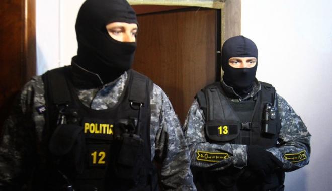 Foto: Acţiuni  de amploare ale poliţiştilor. Percheziţii  şi la Constanţa