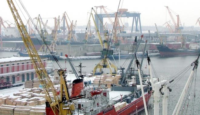 Foto: Activitatea operatorilor portuari a fost paralizată