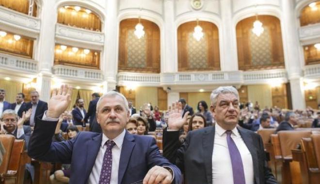 Foto: Funcţionarii publici trimişi în judecată rămân în funcţii