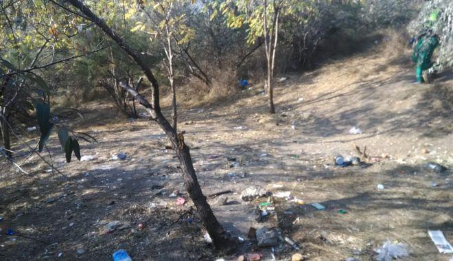 Adăposturile improvizate de pe Valea Portului, desfiinţate de lucrătorii de la salubrizare şi poliţiştii locali - adaposturileimprovizate1-1539241624.jpg