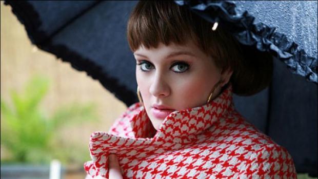 Foto: Adele şi-a anulat toate concertele din cauza unor probleme la gât
