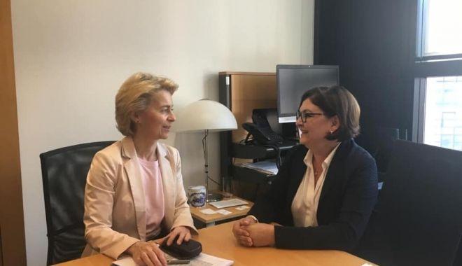 Foto: Adina Vălean a fost acceptată pentru funcția de comisar european de Ursula von der Leyen