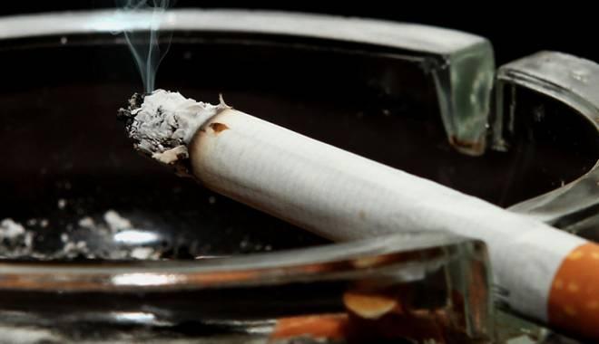 Foto: Adio, fumat în spaţiile publice! Deputaţii au adoptat proiectul