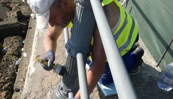 Foto: Administrația a demarat lucrările de vopsire a balustradei de la Cazino
