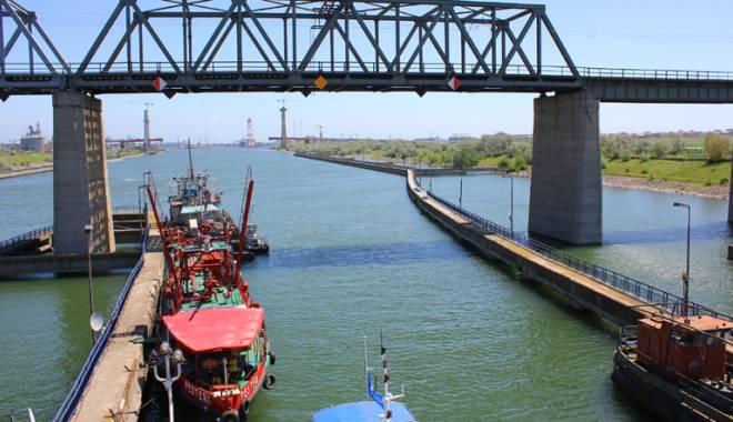 Foto: Administraţia Canalelor Navigabile vrea să achiziţioneze două nave multifuncţionale