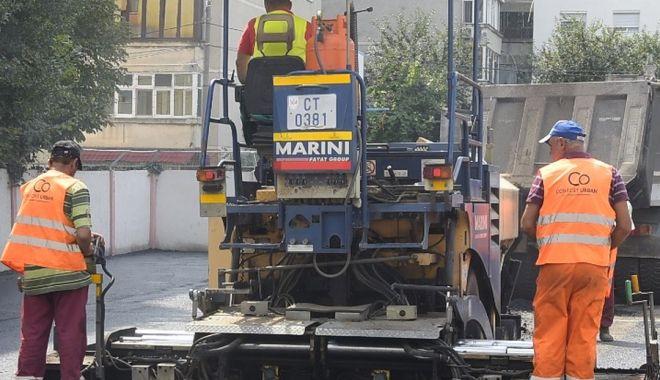 Foto: Administrația locală continuă reabilitarea trotuarelor