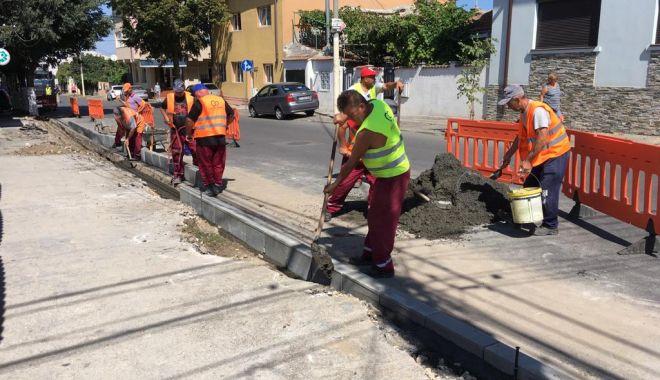 Foto: Administrația locală din Constanța reabilitează trotuarele