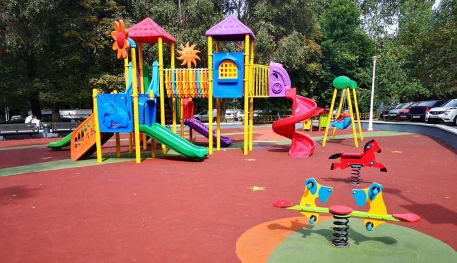 Foto: Administrația locală continuă modernizarea locurilor de joacă din Constanța