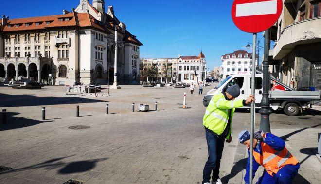 Foto: Administrația locală montează noile indicatoare rutiere în zona peninsulară