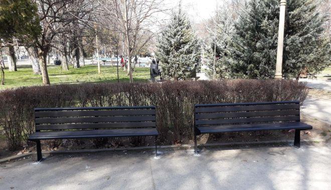 Foto: Administrația locală montează mobilier urban nou în Constanța