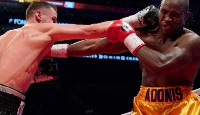 Foto: Scandal în box: pugilist în stare critică, după ce a fost făcut KO la meciul pentru titlul mondial
