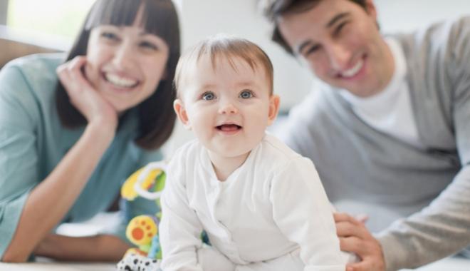 Foto: Dosarul adopţiilor. De la bucuria de a fi, în sfârşit, părinte, la drama nepotrivirii