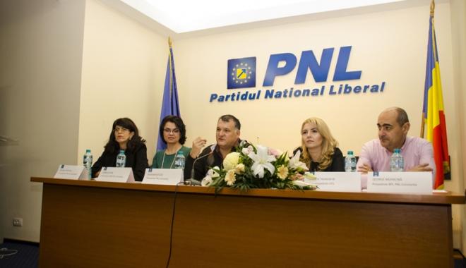 Foto: Adriana Câmpeanu rămâne lidera femeilor din PNL Constanţa