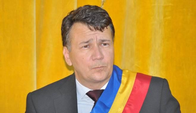 Foto: Primarul din Techirghiol, suspendat din PNL şi din toate funcţiile din partid