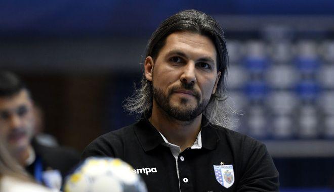 Adrian Vasile, instalat oficial pe banca echipei naţionale de handbal a României - adrianvasileinstalat-1611070743.jpg