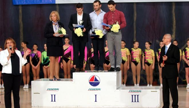 Foto: Aerobicii Mircea Brînzea, Mircea Zamfir şi Valentin Mavrodineanu au predat ştafeta